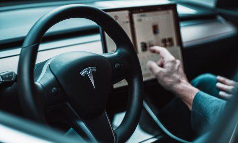 Tesla ist der Überflieger